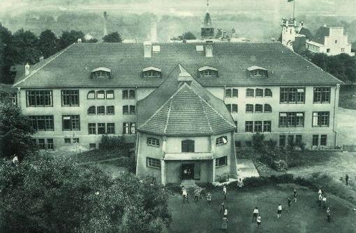 Primeira Escola Waldorf, fundada em 1919 em Stuttgart, Alemanha